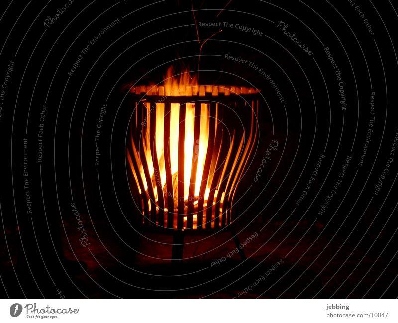 Feuerkorb Nacht Korb Langzeitbelichtung Abend gemütlich Eisen Physik heiß Licht dunkel Brand Romantik Freizeit & Hobby feuerkorb Lampe Wärme Flamme flame night