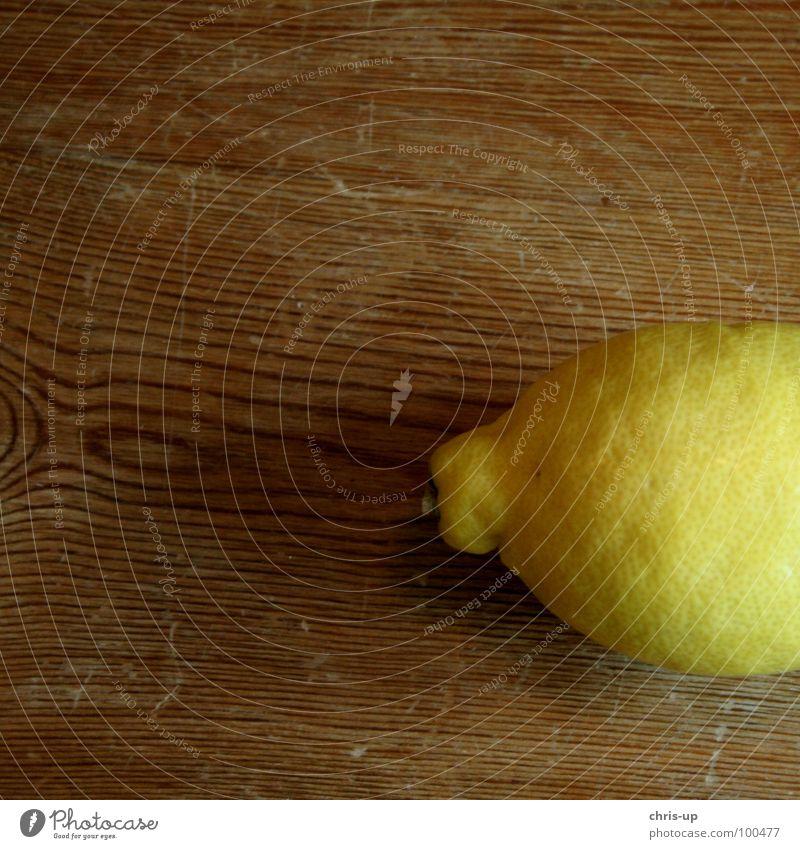 Zitronengelb zitronengelb Vitamin C Gesundheit braun Tisch Holz Zitronensaft Fruchtfleisch Zitrusfrüchte Saft Ernährung Erfrischung Erfrischungsgetränk