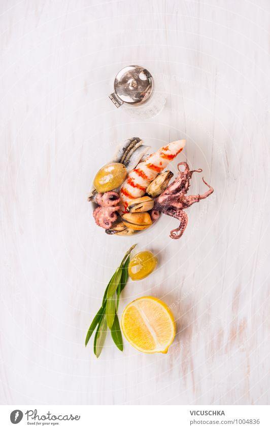 Meeresfrüchte in Schale mit Zitrone und Oliven grün weiß rot Gesunde Ernährung gelb Stil Lebensmittel Design Küche Kräuter & Gewürze Bioprodukte