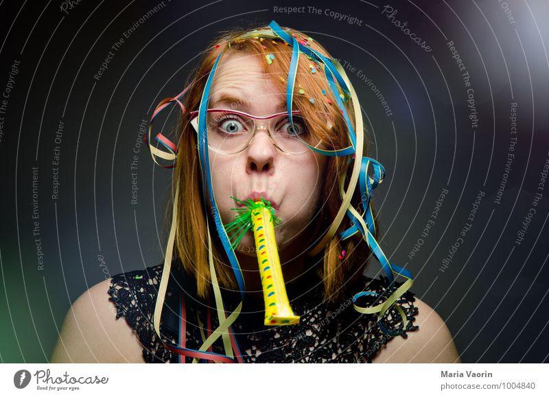 Partytime! Mensch Jugendliche Junge Frau Freude 18-30 Jahre Erwachsene feminin Feste & Feiern Stimmung Geburtstag Fröhlichkeit verrückt Lebensfreude Brille