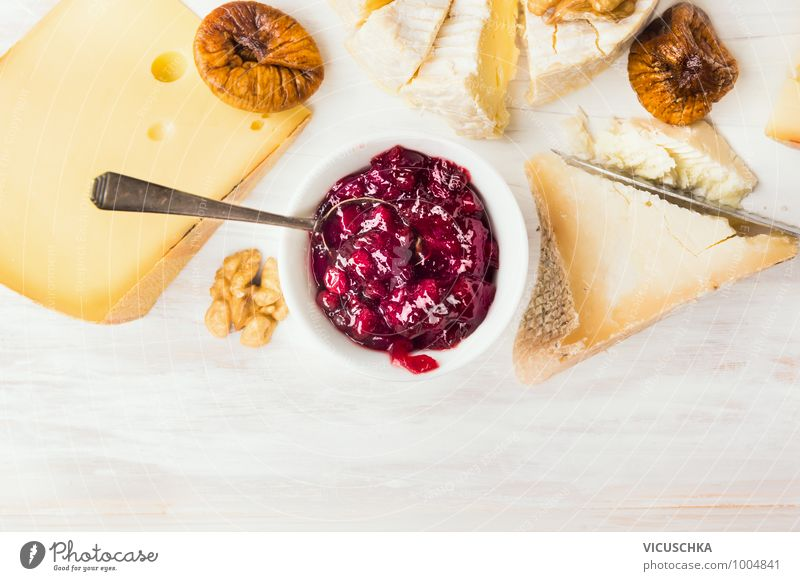 Käseteller mit roter Beerensauce und Löffel Lebensmittel Dessert Ernährung Büffet Brunch Bioprodukte Vegetarische Ernährung Diät Schalen & Schüsseln Stil Design