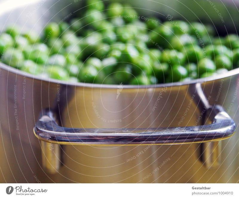 grüne Perlen... kalt klein Gesundheit Lebensmittel Ernährung rund gefroren Gemüse silber Mittagessen Vitamin Topf zählen Erbsen vitaminreich