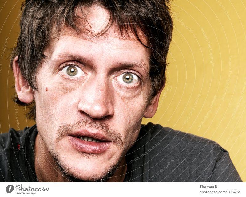 Senior Interactions Agent Softbox fertig Kopfschmerzen Porträt Krankheit dunkel Lippen schwarz außergewöhnlich skurril kaputt Mann kreisch Gesicht lustig Mund