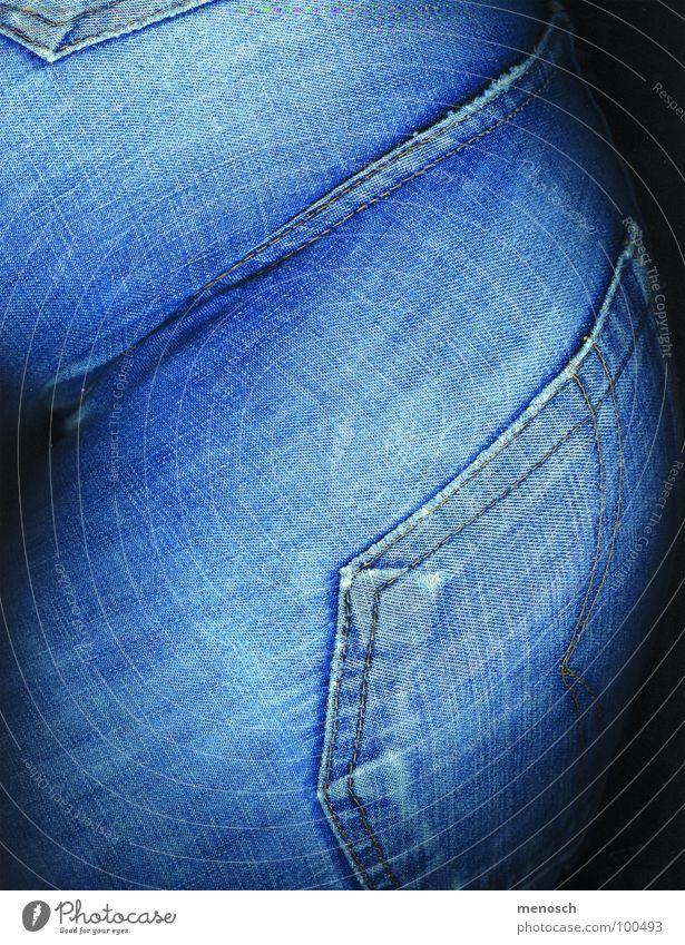 Jeans Hose Tasche Stoff Bekleidung Frau blau blue Jeanshose Hinterteil back pants pocket Mensch Körperteile Detailaufnahme