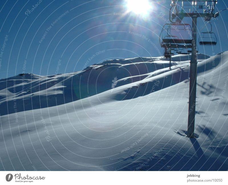 Gibts denn hier kein Lift Sesselbahn Österreich Zillertal Skilift Schnee skifahrn sitzen Berge u. Gebirge Alpen Sonne chair lift alps snow mountains sun