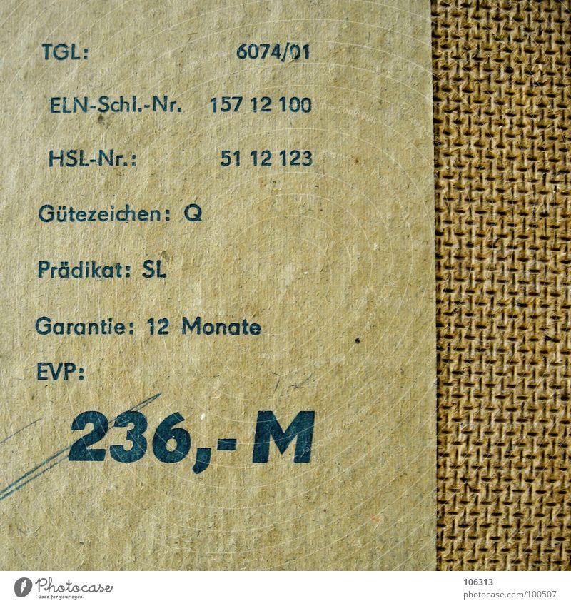 GARANTIE IST ABGELAUFEN Sicherheit Wiedervereinigung Mark Wert Wertschätzung old-school Holz Schrank Zone Deutschland bezahlen Papier gelb vergilbt kleben