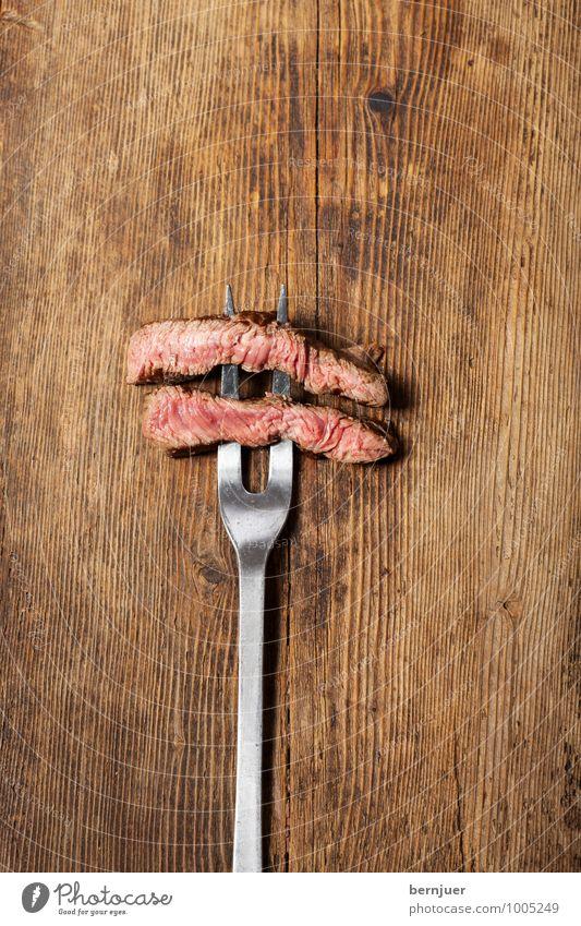 Steakgabel Holz Essen Lebensmittel braun Metall gut lecker Holzbrett silber Fleisch Abendessen Scheibe Holztisch Gabel Ehrlichkeit rustikal