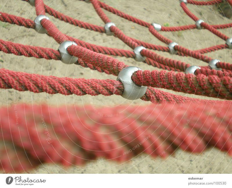 Netz rot Sport Spielen Sand Seil Netzwerk Sicherheit Klettern Zeichen Spielzeug Verbindung Teamwork Vernetzung Bergsteigen Spielplatz