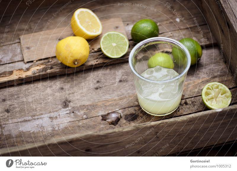 Zitrussaft Lebensmittel Getränk Erfrischungsgetränk Limonade Saft Longdrink Cocktail Glas lecker braun gelb grün Zitrone Limone Eiswürfel Zitrusfrüchte Farbfoto