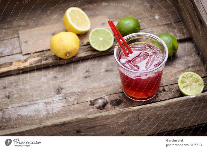 Cocktail Lebensmittel Getränk Erfrischungsgetränk Limonade Saft Longdrink Glas lecker braun gelb grün Zitrone Limone Eiswürfel Zitrusfrüchte Farbfoto