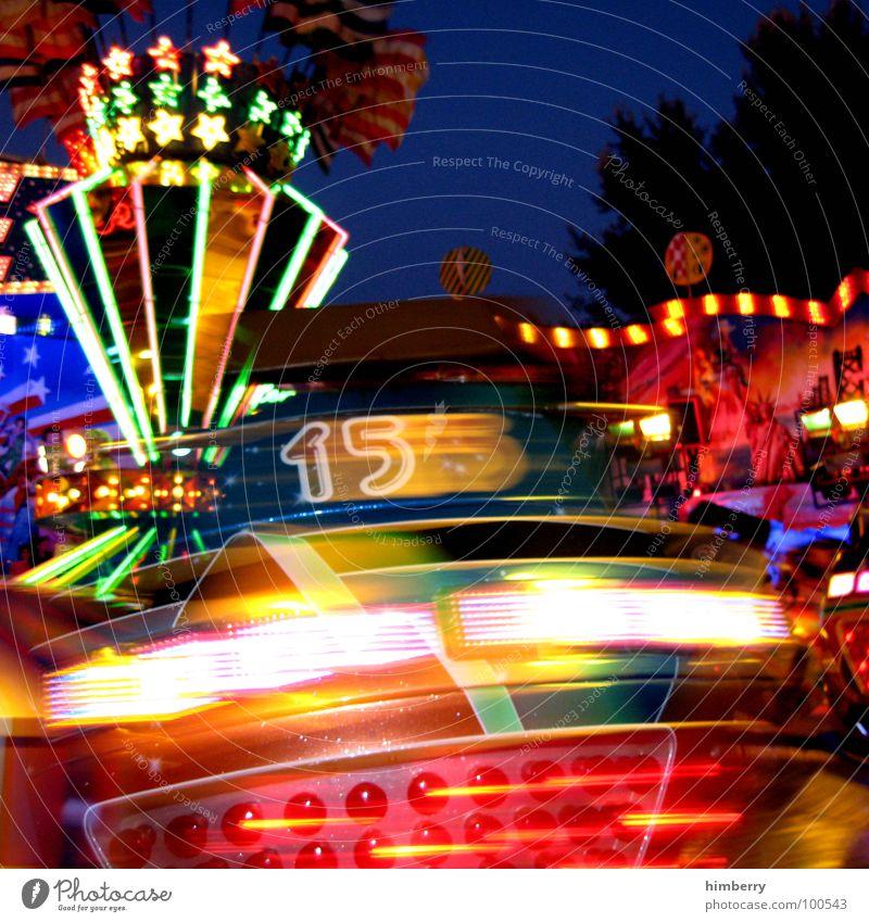 no.15 Farbfoto mehrfarbig Außenaufnahme Detailaufnahme Dämmerung Nacht Kunstlicht Licht Unschärfe Bewegungsunschärfe Schwache Tiefenschärfe Stil Freude