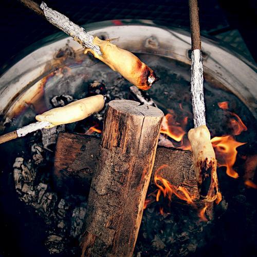 spießig | stockbrot Natur Sommer Feste & Feiern Freizeit & Hobby Ernährung genießen Kochen & Garen & Backen 3 Zeichen Urelemente Kindheitserinnerung Feuer