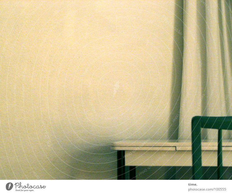 Die fetten Jahre sind vorbei alt Sommer Einsamkeit Wand Holz Denken Raum Wind Tisch Dekoration & Verzierung Stuhl Stoff geheimnisvoll Vorhang Textilien