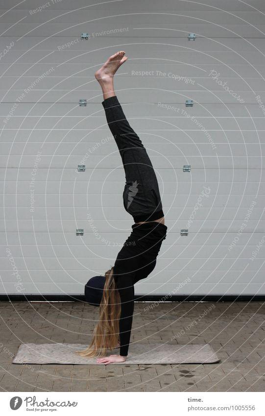 . Mensch Jugendliche schön Junge Frau Freude Leben Bewegung feminin Sport Raum blond Lebensfreude Fitness Baustelle T-Shirt dünn