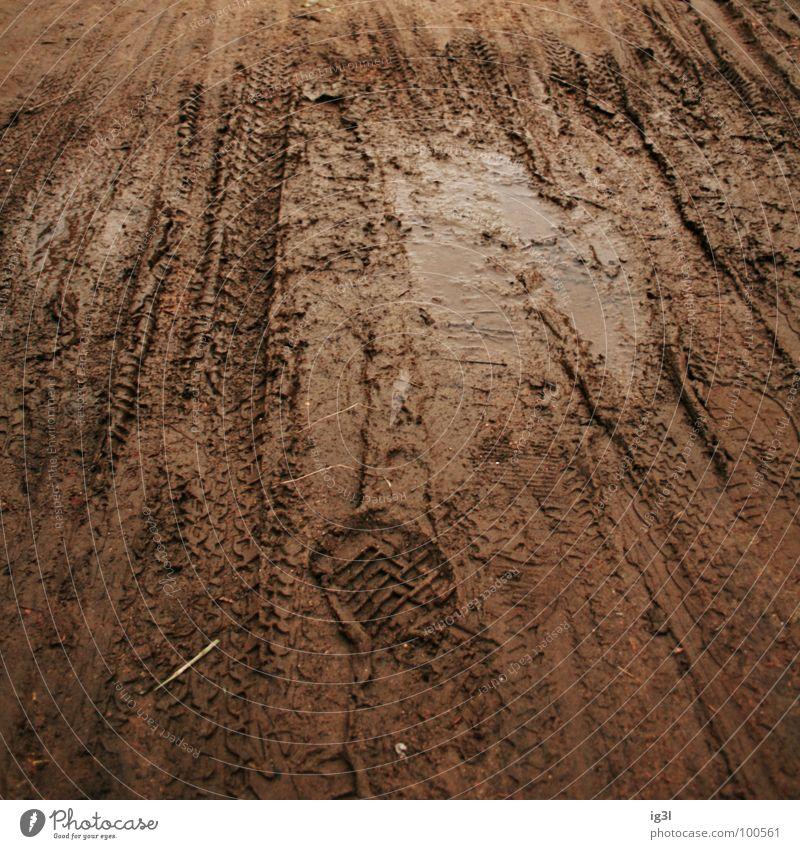 puddle of mud Wasser Freude dunkel Spielen Wege & Pfade braun Freizeit & Hobby dreckig Spuren Verkehrswege Fußspur Teilung Quadrat Pfütze Spielplatz spritzen