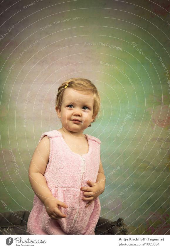 Little Wonder 2 Mensch Kind Mädchen Bewegung feminin Glück Familie & Verwandtschaft Lächeln beobachten niedlich süß Hoffnung Kleinkind 1-3 Jahre