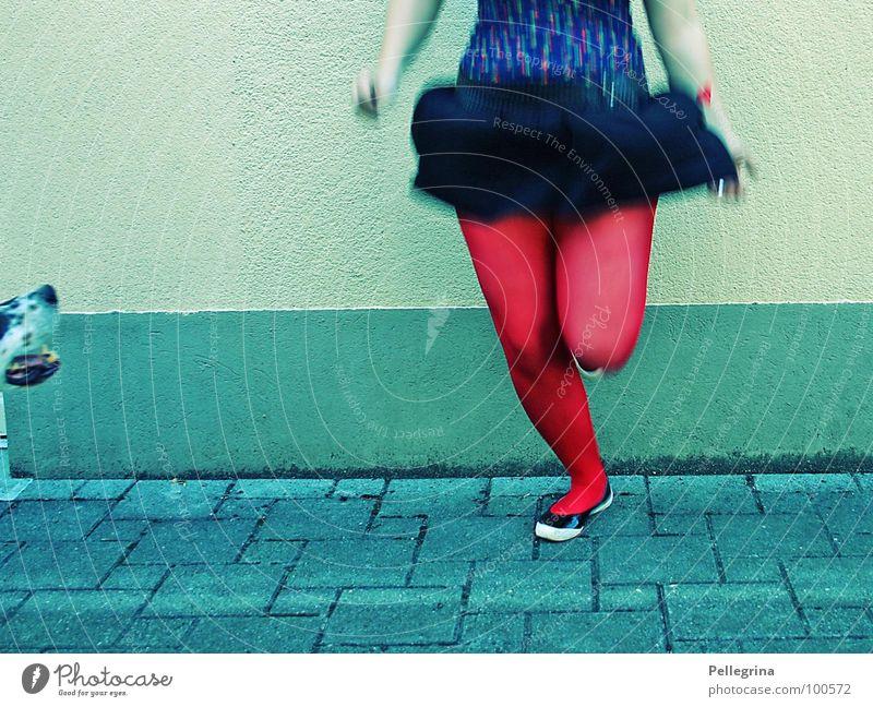jump baby 2 Frau springen Beine Schuhe Tanzen Arme fliegen drehen Strümpfe Schnauze hüpfen Unterleib