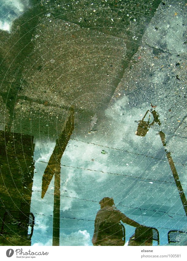 esperar2 Mensch Wasser schön blau Wolken Einsamkeit Herbst Stein braun warten Schilder & Markierungen Eisenbahn sitzen trist Dresden Spiegel