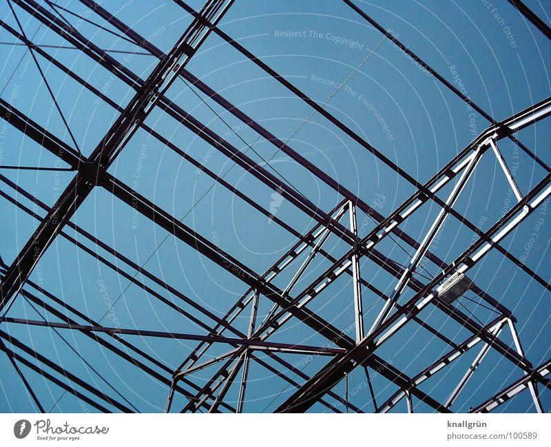 Metall überall Himmel blau grau Elektrizität Industrie Technik & Technologie Konstruktion silber Fortschritt streben Verstrebung