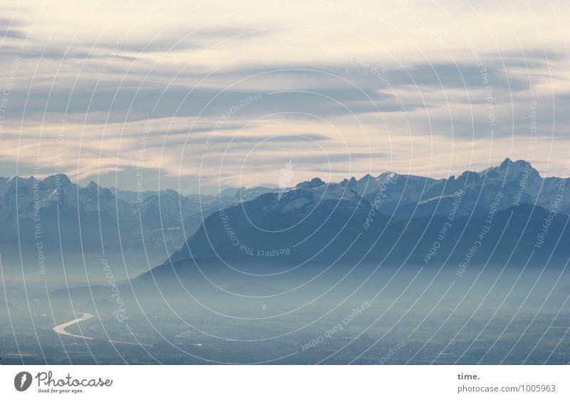 Fernweh Himmel Wolken Horizont Winter Nebel Berge u. Gebirge Gipfel Schlucht Flussufer natürlich Zufriedenheit Leben standhaft Sehnsucht Heimweh Einsamkeit