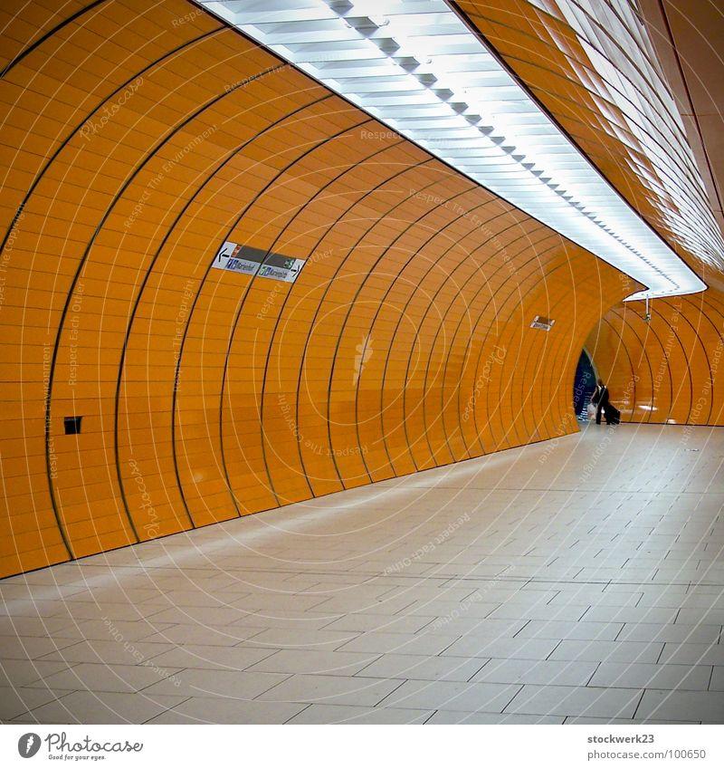 Solitude Ferien & Urlaub & Reisen Einsamkeit Güterverkehr & Logistik Tunnel U-Bahn Bahnhof Tourist Neonlicht Isolierung (Material)