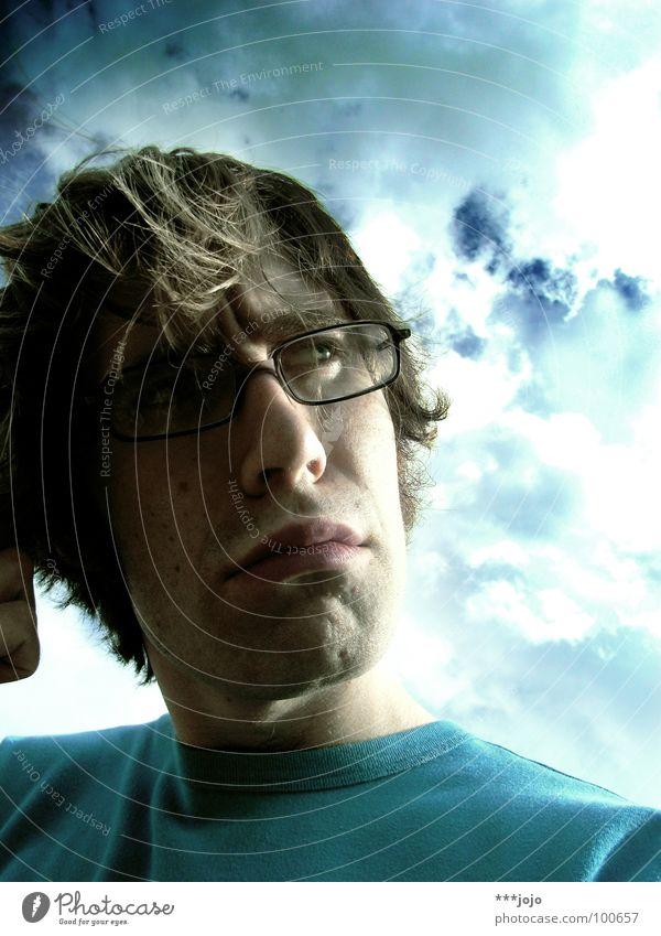 :think: Mann Jugendliche Himmel blau Denken Brille Körperhaltung Konzentration Gedanke Selbstportrait ernst Spielzeug skeptisch Zweifel Philosoph