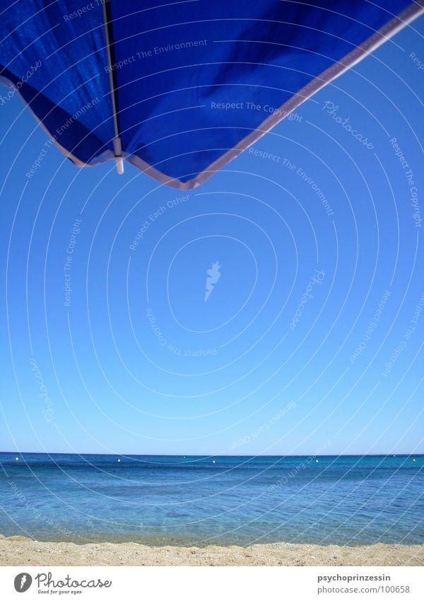 into the blue Wasser Himmel Meer blau Sommer Strand Ferien & Urlaub & Reisen Ferne kalt Freiheit Sand Wellen Horizont offen Aussicht Sonnenschirm