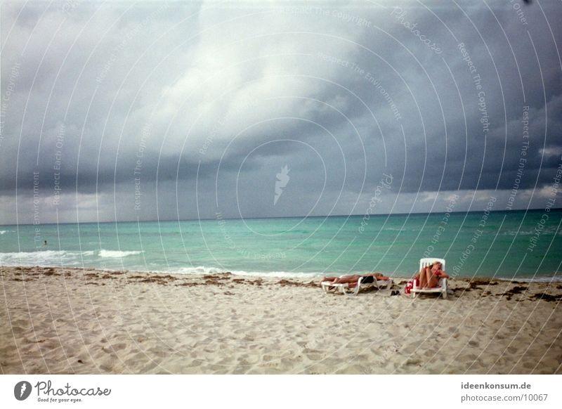 Strand im November Himmel Sonne Meer Wolken dunkel Kuba