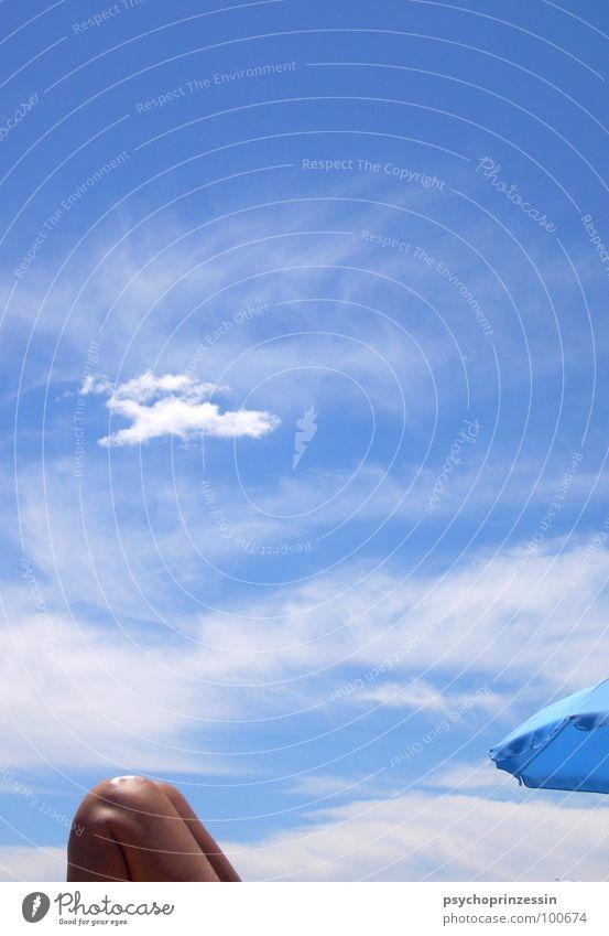 into the blue II Sommer Meer Strand Wolken Knie Sonnenbad Ferien & Urlaub & Reisen ruhig Erholung blau liegen Regenschirm Schatten Himmel Beine Lichterscheinung