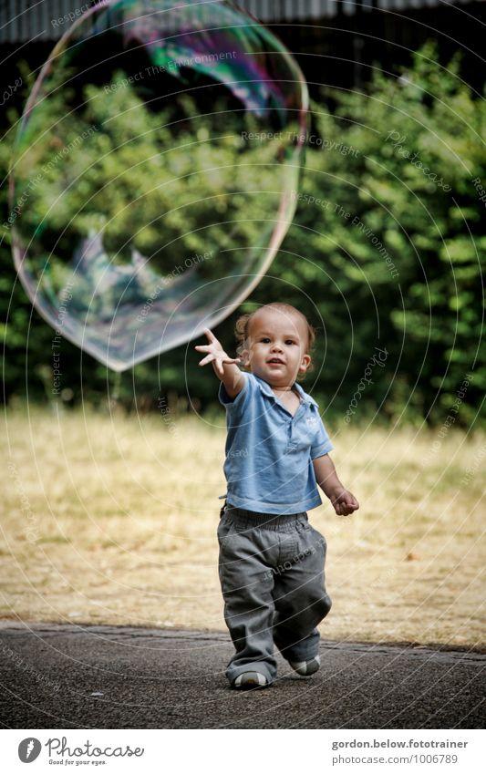 Kinderträume Mensch schön grün Freude gelb Gefühle Junge Spielen grau Glück gehen maskulin leuchten Kindheit Fröhlichkeit