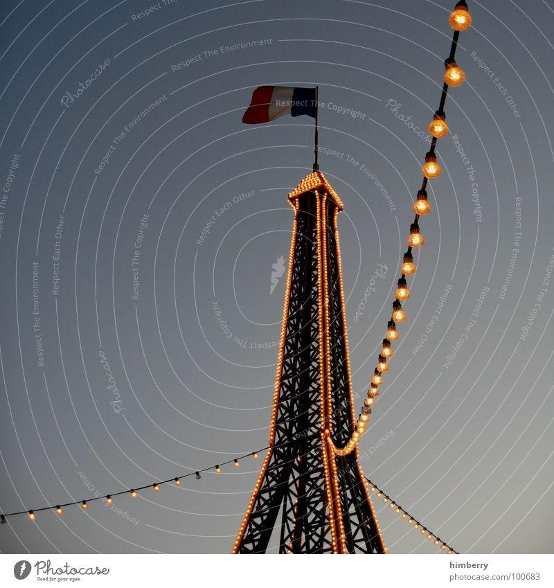 vive la france Freude Stil Feste & Feiern Lampe Stimmung Lifestyle Energiewirtschaft Design Turm einzigartig Lebensfreude Kultur Fahne Bar Veranstaltung Denkmal