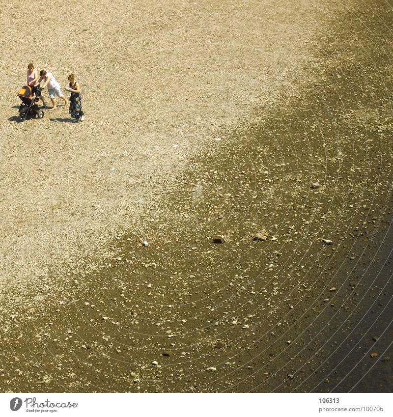 PARIS-DAKAR FÜR ALLEINERZIEHENDE MÜTTER Frau Kind Strand Familie & Verwandtschaft Ausflug Dresden Flussufer Elbe Sachsen Kinderwagen Flußbett Strandspaziergang