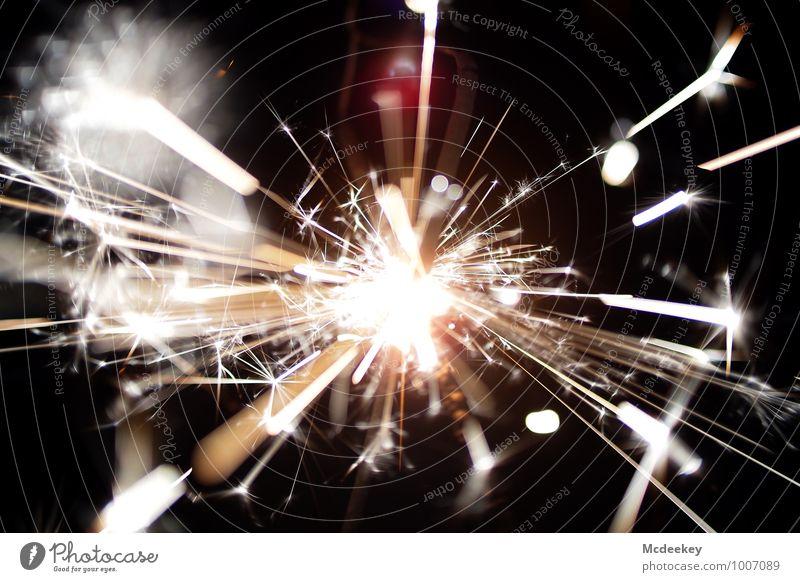 Happy new year Wunderkerze Feuerwerk Funken leuchten Aggression bedrohlich fantastisch heiß rebellisch braun gelb grau orange rosa rot schwarz weiß sprühen