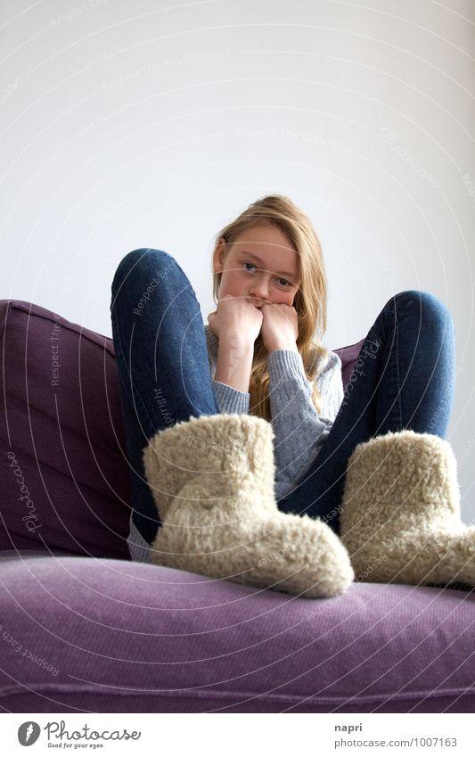 grummeln Mensch Kind Jugendliche blau Junge Frau Mädchen Traurigkeit feminin grau Denken Stimmung träumen authentisch blond 13-18 Jahre sitzen