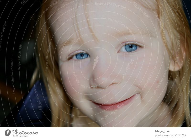 heaven's_blue_eyes himmelblau süß Kind Nachkommen Freude Mensch kleiner engel Auge süß und frech anna in kleinformat lea ganz die mama 07.07.07 was für ein tag!