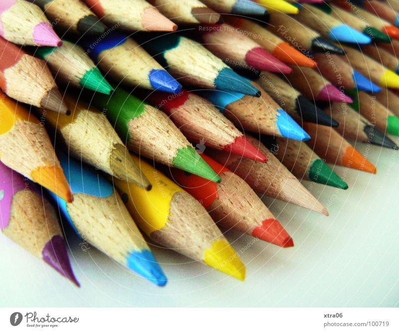 in reih' und glied' Schreibstift Farbstift mehrfarbig Haufen mehrere Zusammensein gespitzt Holz Regenbogen Dinge ausmalen viele zeichnen streichen Spitze