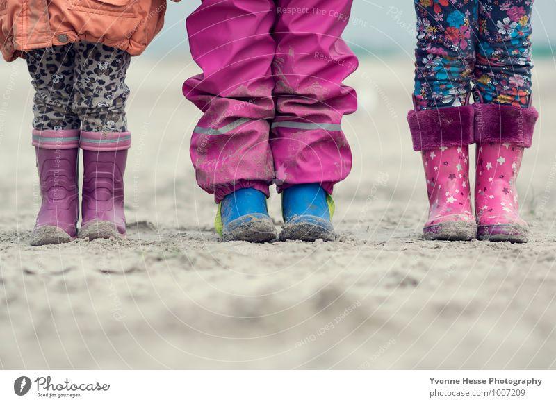 ''Viele Füße, viele Persönlichkeiten'' Mensch Kind Natur blau weiß Leben Glück Gesundheit Sand Fuß rosa Freundschaft Zusammensein orange Zufriedenheit