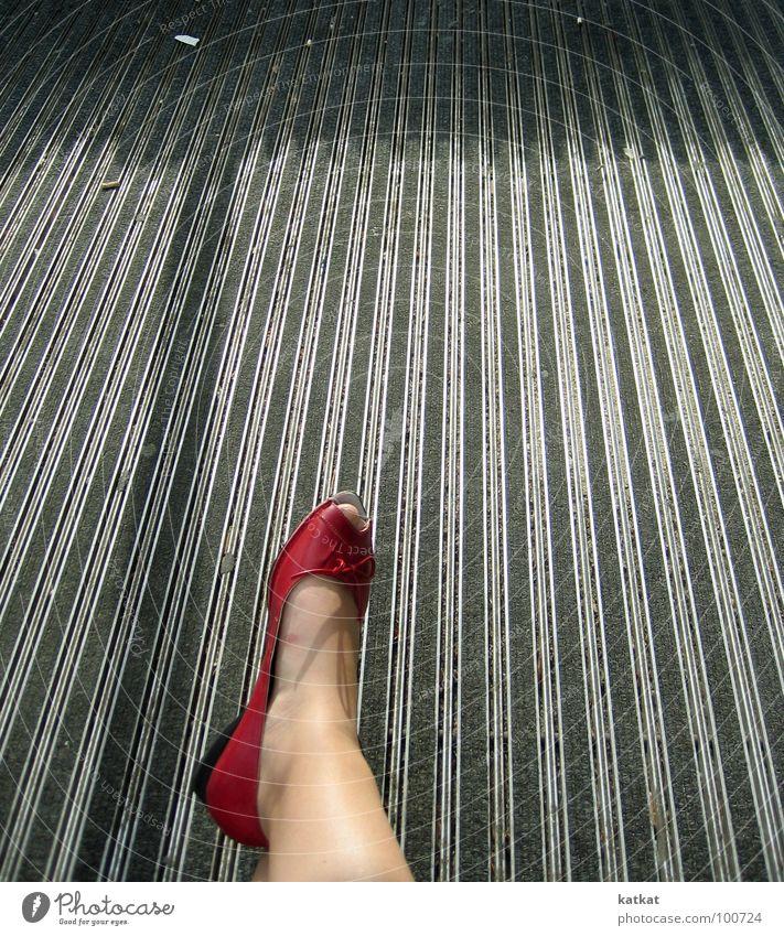 i love ... rot Sommer grau Fuß Schuhe Beine Bodenbelag Zehen