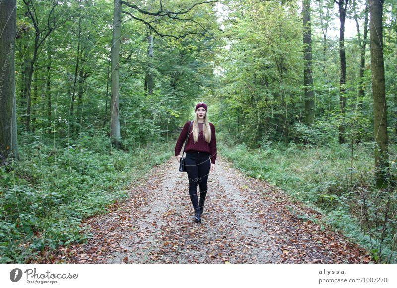 Bordeaux autumn Mensch feminin Junge Frau Jugendliche Erwachsene Körper 1 18-30 Jahre Natur Erde Herbst Pflanze Baum Wald Mode Bekleidung Haare & Frisuren blond