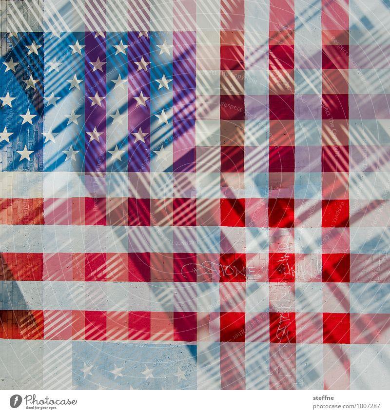 America deconstructed Zeichen blau rot USA Stars and Stripes Fahne Doppelbelichtung Amerika kariert Farbfoto mehrfarbig Experiment abstrakt Textfreiraum unten