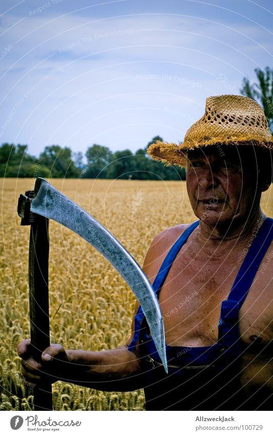 Grandpa Grim Reaper Sensenmann Feld Landwirtschaft Großvater Mann braun Sonnenbad Leder Scharfrichter Abschlag Weizen Latzhose alt Strohhut Handwerk Senior
