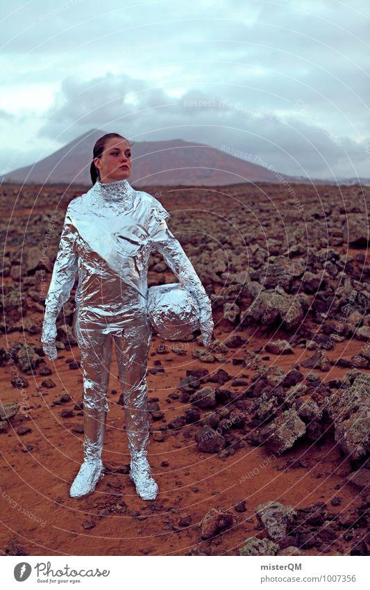 Hello IV Kunst Abenteuer ästhetisch Astronaut silber Mars Marslandschaft steinig Planet Fernweh Frau Emanzipation Weltall Farbfoto Außenaufnahme Experiment