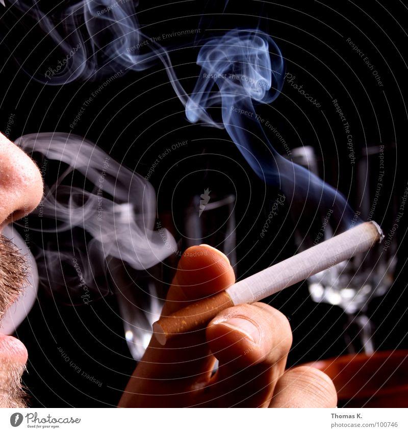Last but not Least. Hand schwarz Gesicht Krankheit Tabakwaren genießen Rauch Zigarette ungesund Dreitagebart Bartstoppel Barthaare unrasiert Krebs Nikotin