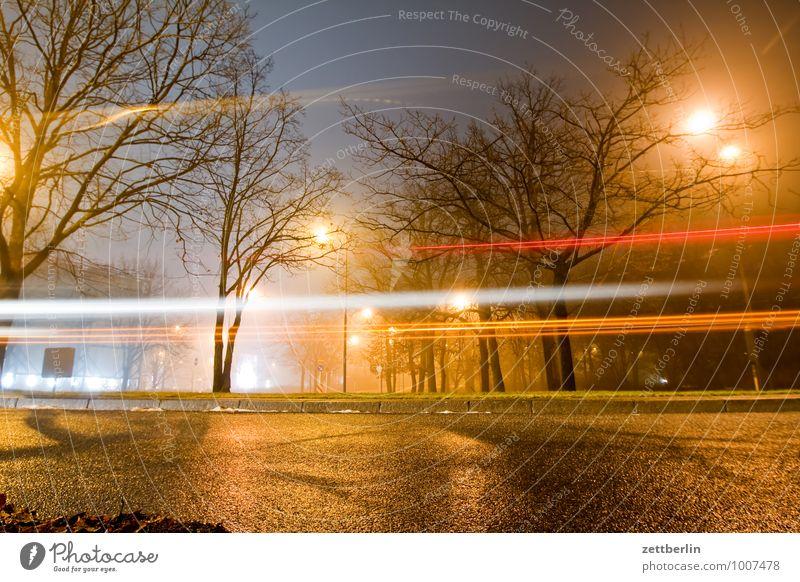 Der letzte Bus Dezember dunkel Illumination Licht Nacht Stimmung Laterne Straßenbeleuchtung Scheinwerfer Autoscheinwerfer PKW Langzeitbelichtung Dynamik Eile