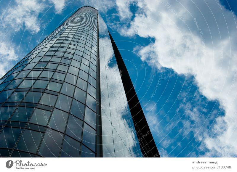 Up in the sky Himmel blau Stadt Haus Wolken Gebäude Glas Hochhaus hoch Fassade modern Spiegel Frankfurt am Main