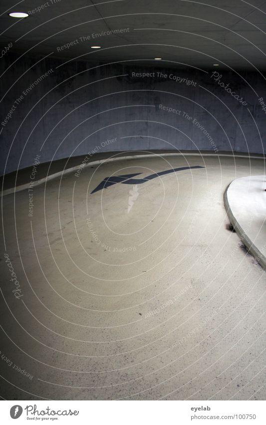 Einfach mal was gegen die Wand fahren Beton Teer Säule Bodenbelag Tag gelb schwarz Stahl Edelstahl Richtung parken Parkhaus Gebäude Haus Abstellplatz Garage