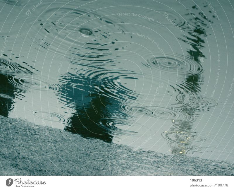 MEIN SONNTAG MORGEN Himmel blau Freude ruhig Ferne kalt Traurigkeit Stimmung Regen gehen Zufriedenheit nass Kreis Tropfen Asphalt festhalten