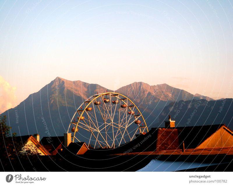 Rundflug Riesenrad Panorama (Aussicht) Thun Dach Jahrmarkt Kulisse luftig fantastisch Berner Oberland Schweiz Sommer Berge u. Gebirge Himmel Abend