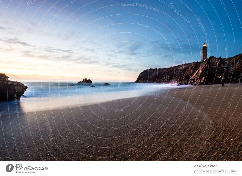 Leuchtturm in der blauen Stunde Natur Ferien & Urlaub & Reisen Pflanze Sommer Meer Landschaft Strand Ferne Umwelt Gefühle Küste Freiheit Felsen Wellen Tourismus