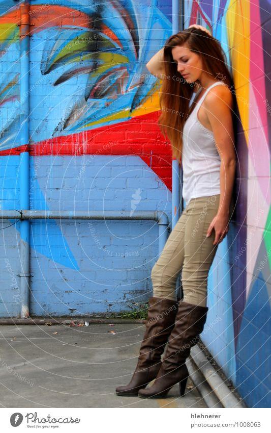 Mensch Frau blau schön rot Erotik Mädchen gelb Erwachsene Gesicht Glück Behaarung stehen frisch Haut genießen